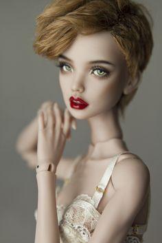 Výsledek obrázku pro Kira Doll Leaves