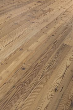 Natural wood floors, wooden staircases and natural wood panels for creative designers. Reclaimed Wood Floors, Natural Wood Flooring, Hardwood Floors, Wooden Staircases, Wood Paneling, Barefoot, Creative Design, Traditional, Pattern