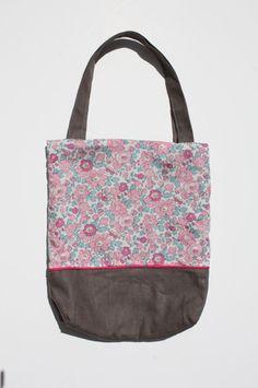 Un petit sac d'été léger et joli...  http://www.alittlemarket.com/boutique/natfournier-49816.html