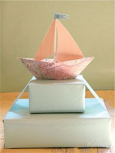 ✂ That's a Wrap ✂ diy ideas for gift packaging and wrapped presents - Sailboat Gift Topper