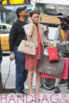 Leighton-Meester-on-set-of-Gossip-Girl- pink-Marc-Jacobs-Swing-tote