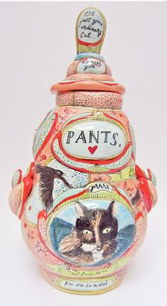 what might be the best lookin' cat urn i've ever seen... ever. ceramics by mariko paterson