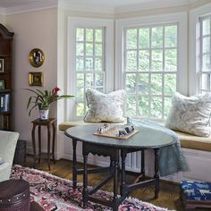Living Photos Bay Window Seating Design Ideas, Pictures, Remodel, and Decor