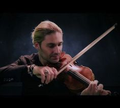 David Garrett received his first Stradivarius at age 11 as a gift for his skills. He rec orded 2 CDs by age In this video, he is performing the song Viva La Vida , by Coldplay, bringing his unique style to a truly magical performance. Violin Music, Music Songs, My Music, Music Videos, Pop Songs, David Garrett, Richard Wagner, Sebastian Bach, Joe Bonamassa