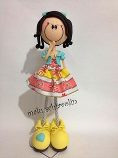 boneca magrela + ou - 32 cm  podendo ser confeccionada, de acordo com o gosto da cliente R$ 40,00