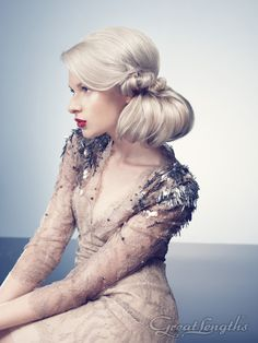To achieve silvery almost white puts the hair under enormous strain; but here extension hair shows brilliant shine Creative Hairstyles, Retro Hairstyles, Straight Hairstyles, Wedding Hairstyles, Ponytail Hairstyles, Hairstyle Ideas, Hair Ideas, Lange Blonde, Wedding Guest Makeup