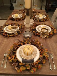 With the holidays quickly approaching, I thought I'd share some essential {and easy} decorating tips that you can use all year long, as well as show you my current Thanksgiving dining room de… Fall Table Settings, Thanksgiving Table Settings, Thanksgiving Decorations, Table Decorations, Holiday Tablescape, Tablescapes, Autumn Decorating, Decorating Tips, Fall Decor