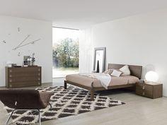 Bend egy kifinomult, minimál stílusú franciaágy. 100% olasz design, 100% olasz alapanyagok.  Az egyszerű vonalvezetésű ágyat íves háttámlája teszi különlegessé. A franciaágy elérhető négyféle laminált színben. Az ágy mérete: 171,5sz x 216,4mé x 89ma cm. Az ár a matracot nem, de az ágyrácsot tartalmazza. A matrac lehetséges mérete: 160x200 cm. Modern, Bedrooms, Furniture, Home Decor, Trendy Tree, Decoration Home, Room Decor, Bedroom, Home Furnishings