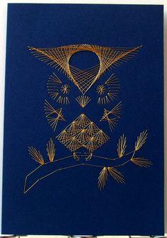 **FADENGRAFIK Glückwunschkarte / Grußkarte Eule 03 gold auf blau**  Fadengrafik mit dem abgebildeten Motiv auf einer  **Doppelkarte mit Umschlag Format A6**  Karte in blau, Umschlag neutral in...