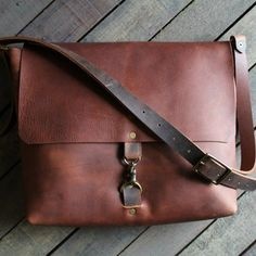 Leather Messenger Bag with Clip Handsome leather messenger bag for men (and women) is a perfect commuter bag. The American made messenger bag is handcrafted in NC. Leather Book Bag, Leather Purses, Leather Men, Leather Bags For Men, Leather Totes, Vintage Leather, Denim Handbags, Leather Handbags, Gucci Handbags