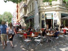BERLIN - Prenzlauer Berg, das Café SowohlAlsAuch, in der Kollwitzstrasse. Schönes Café mit tollem Kuchenangebot und mehr :-)
