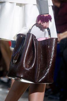 Christian Dior Primavera 2014 Ready-to-Wear Presentación Colección de Style.com