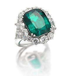 Picchiotti Unique Diamond Rings, Round Diamond Engagement Rings, Bold Rings, Emerald Jewelry, Emerald Rings, Emerald Diamond, Emerald Green, Love Knot Ring, Bridal Ring Sets