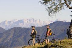 Wald-Königsleiten ist jetzt eine E-BOB Gemeinde.  Das bedeutet, dass man hier in Zukunft als Urlauber umweltschonend von Ausflugsziel zu Ausflugsziel kommt: mittels Elektrofahrrad (E-Bike) und Elektroauto (E-BMW) Hotels, Bob, Mountains, Nature, Travel, Autos, Communities Unit, National Forest, Road Trip Destinations