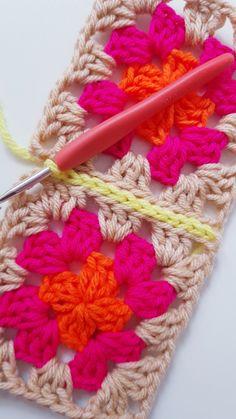 CÓMO UNIR CUADRADOS DE CROCHET CON PUNTO DESLIZADO – CHINITA Joining Granny Squares, Baby Knitting, Crochet Necklace, Crochet Patterns, Blanket, Diy, Crocheting, Color Combos, Farmhouse Rugs