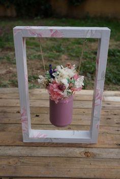 Columpio con centro de flores secas y artificiales