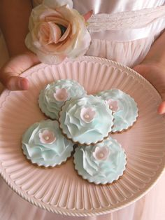 the website has amazing pictures of more cakes, cookies, and cupcakes Blue Cookies, Fancy Cookies, Flower Cookies, Cupcake Cookies, Sugar Cookies, Elegant Cookies, Elegant Desserts, Tea Cookies, Paint Cookies