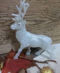 Hirsch Glimmer Dekoration Bunt, Garden Sculpture, Christmas Ornaments, Holiday Decor, Outdoor Decor, Home Decor, Dekoration, Homes, Decoration Home