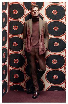 Качественный и дорогой пиджак не ограничивает движений и не создает ощущения скованности, а все благодаря подкладке из мягкого хлопка или натурального шелка. Так создается ощущение второй кожи – этим знаменитым эффектом костюмы дорогих брендов, таких как Brioni, Ermenegildo Zegna, Canali, могут гордиться по праву. Множество нюансов, которые учитываются при создании костюма (многие являются ноу-хау), приравнивают эти предметы одежды к подлинным шедеврам портновского мастерства.