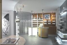 http://www.sartorettoverna.com/wordpress/wp-content/uploads/2010/11/showroom_Turin_01.jpg