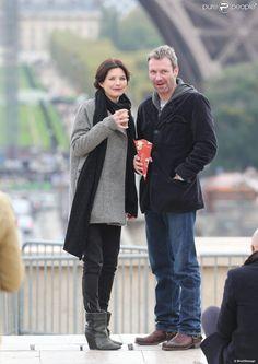 Delphine Chanéac complice avec Chris Vance lors d'un shooting photo.