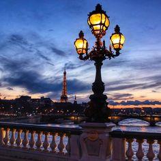 La Tour Eiffel depuis le Pont Alexandre III. / Eiffel Tower from Alexandre III Bridge. Photo: Lydie Picturezz.
