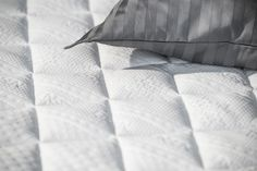 Our Jensen continental matress. Throughout our 69 years of hard work, Jensen has been developing world-class beds. All materials are carefully selected to meet the highest demands that we place on our finished products. Queen Sheets, Bed Sheets, Linen Bedding, Bedding Sets, Bed Linens, Gray Bedroom, White Bedrooms, Floral Pillows, Queen Size