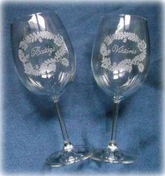 Gravírozott borospoharak #minibazár #esküvő #egyedi Wine Glass, Tableware, Creative, Dinnerware, Tablewares, Place Settings