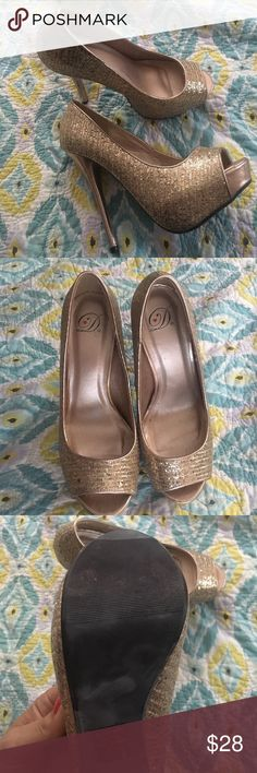 EUC champagne rose gold peep toe glitter pump Worn 1x Peep toe, rose gold pump. Super comfy!!!!! Absolutely sexy! Perfect for any occasion  parties, weddings, brides and bridesmaids!!!! These are hot. Shoes Heels