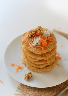 Vegan Carrot Coconut Pancakes - It's (Vegan) Breakfast Time - Pancake Recipe Carrot Pancakes, Coconut Pancakes, Vegan Pancakes, Baker Recipes, Cooking Recipes, Vegan Breakfast Recipes, Vegan Recipes, Breakfast Ideas, Yummy Recipes