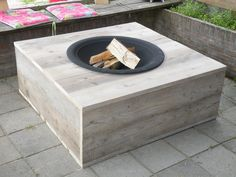 A fire pit is becoming an essential garden item as works as a safer version of gas heater and provides a bon fire experience too. One should consider placing a fire pit in his garden as it also adds to the beauty of your garden. Outdoor Fire, Outdoor Living, Indoor Outdoor, Outdoor Decor, Back Gardens, Outdoor Gardens, Beton Design, Garden Deco, Fire Bowls