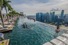 The pool view of the city skyline at Marina Bay Sands sky garden, Singapore | #Singapore #travel