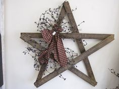 Primitive Country Star - think i will be making this with left over wood (or maybe yardsticks) Craft Stick Crafts, Crafts To Make, Wood Crafts, Diy Crafts, Rustic Christmas, Christmas Crafts, Christmas Decorations, Xmas, Primitive Christmas