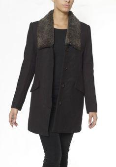 Manteau mi-long avec col en fourrure