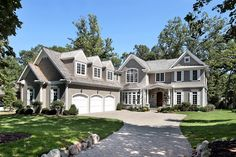 STONE & CEDAR NEW ENGLAND COLONIAL ON LG LOT IN PRIME EAST HP. NEWER CONST FROM AVIS HOMES. GREAT ARCHITECTURAL DETAILS, GRACIOUS MOLDINGS, COFFERED CEILINGS. FEATURES A SPACIOUS OPEN FLR PLAN, W/LG STATE OF THE ART KIT, LR, LIB, FR & SUN RM. DINING ROOM W/ OVERSZ BAY WIND. 5 BR/5 BA ON 2ND LEVEL. BILLARD, EXER SIZE, 2ND FAMILY RM & BR/BA IN LOWER LEVEL. WALK TO TOWN, TRAIN & LAKE.
