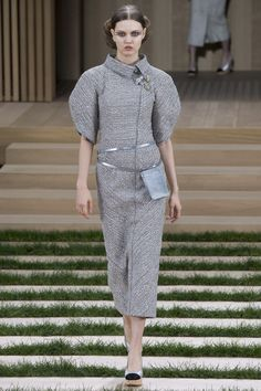 Chanel Spring 2016 Couture Fashion Show - Lindsey Wixson (Elite)