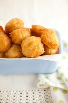 French Fried Potato Balls1 taza de puré de patatas   1 taza de harina   1 cucharadita de polvo para hornear   1 cucharadita de sal   1 huevo batido   5 cucharadas de leche