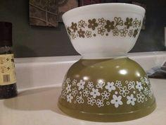 Crazy daisy 402 & 403 nesting bowls