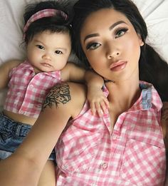Super adorable mommy and daughter in matching prints Mother Daughter Fashion, Mom Daughter, Daughters, Mommy And Me Outfits, Kids Outfits, Baby Girl Fashion, Kids Fashion, Twin Baby Photography, Matching Family Outfits