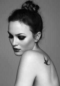 Tattoo rondine simbolo di libertà e rinascita