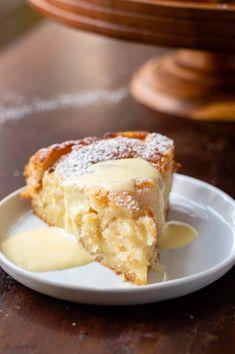 Apple Cake Recipes, Apple Desserts, Just Desserts, Delicious Desserts, Dessert Recipes, Yummy Food, Apple Custard Cake Recipe, Moist Apple Cake, Healthy Apple Cake