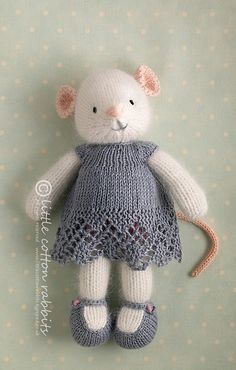 Crochet Amigurumi Rabbit Ideas Oh my God I love these little knitted toys, they are so beautiful, like Beatrix potter animals. So talented - hand knitted animals and novelties for sale Knitting For Kids, Knitting Projects, Baby Knitting, Knitting Toys, Knitting Ideas, Free Knitting, Knitted Dolls, Crochet Dolls, Diy Tricot Crochet