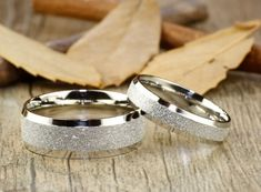 Handmade Wedding Bands Couple Rings Set Titanium por JRingStudio