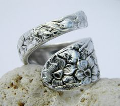 Spoon Ring - Antique Silverware Jewelry- Narcissus 1935 from CaliforniaSpoonRings on Etsy. Saved to Accessorize. Silver Spoon Jewelry, Fork Jewelry, Silver Spoons, Jewelry Accessories, Jewelry Design, Silverware Jewelry, Spoon Rings, Schmuck Design, Bracelets