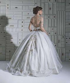 Resultado de imagem para vestido de noiva dourado
