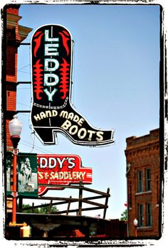 Leddy's.....I spent lots of time there with my grandfather. Memories!!!