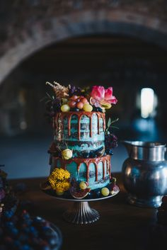 Wedding Cake Recipes Dark and Cosy Luxury Autumn Wedding Inspiration - Blue wedding cake - Dark and Cosy Luxury Autumn Wedding Inspiration Amazing Wedding Cakes, Amazing Cakes, Halloween Desserts, Halloween Wedding Cakes, Wedding Cake Designs, Wedding Cake Toppers, Pretty Cakes, Beautiful Cakes, Cupcakes