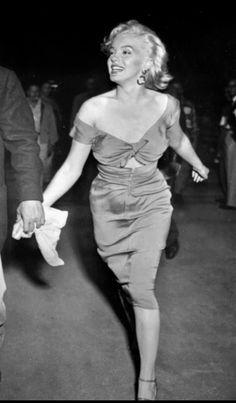 #marilynmonroe Joe Dimaggio, Hollywood Stars, Marilyn Monroe, All Star, Elegant, How To Wear, Base, Beauty, Dresses