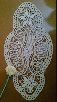 This Pin was discovered by Nur Crochet Doily Patterns, Crochet Diagram, Macrame Patterns, Freeform Crochet, Lace Patterns, Irish Crochet, Crochet Doilies, Crochet Lace, Russian Crochet