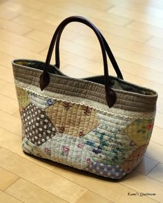 [very large size] Designed by An Quilted Tote Bags, Quilted Handbags, Patchwork Bags, Cheap Purses, Purses And Bags, Japan Bag, Embroidery Bags, Diy Purse, Denim Bag